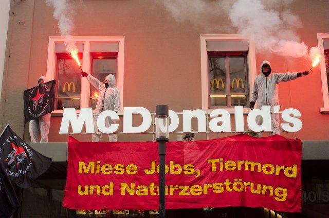 1. Mai Tierrechtsgruppe Zürich McDonalds 2016 Tierbefreiung